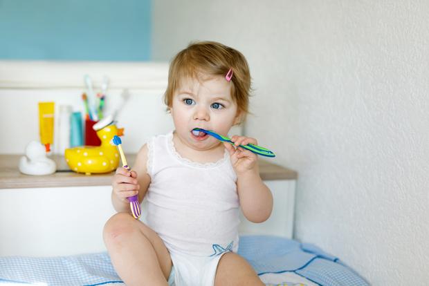 Фото №2 - Нужно ли лечить молочные зубы и как уберечь их от кариеса