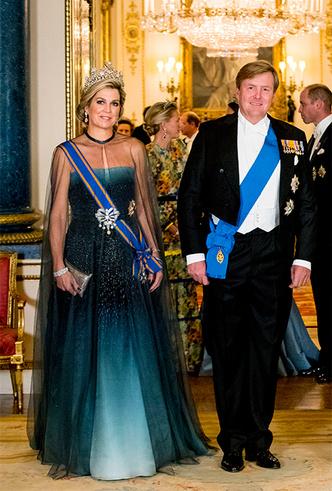 Фото №6 - Парад тиар в Букингемском дворце (и самая большая – у королевы Максимы)