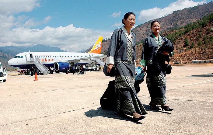 Фото №1 - Высокие стандарты: стюардессы из разных стран мира