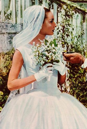 Фото №13 - От Одри Хепберн до Меган Маркл: знаменитые невесты в платьях Givenchy