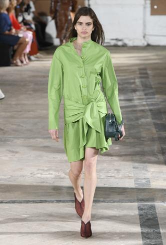 Фото №7 - Фисташка, шалфей и зеленый чай: как носить главную альтернативу цвету хаки