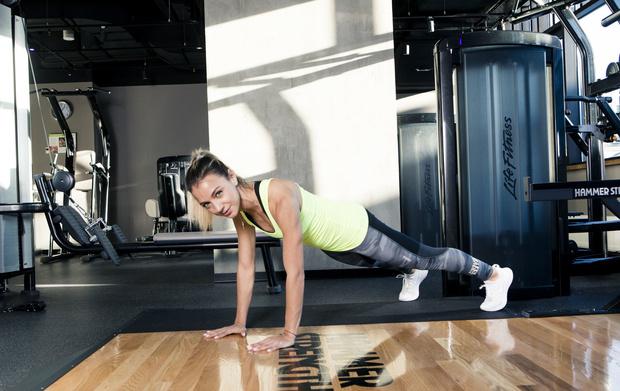 Фото №4 - 5 минут в день: упражнения на внутреннюю поверхность бедра