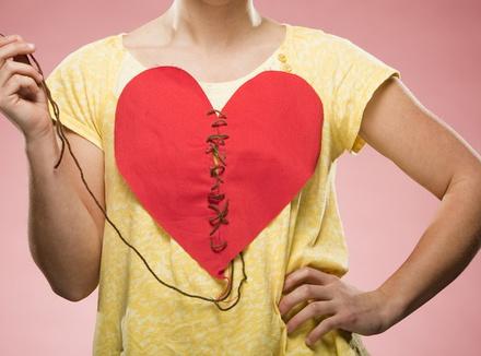Несчастная первая любовь заставляет нас бояться новых чувств