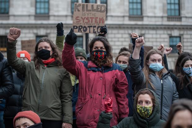 Фото №5 - После убийства молодой женщины в Великобритании предложили ввести комендантский час для мужчин