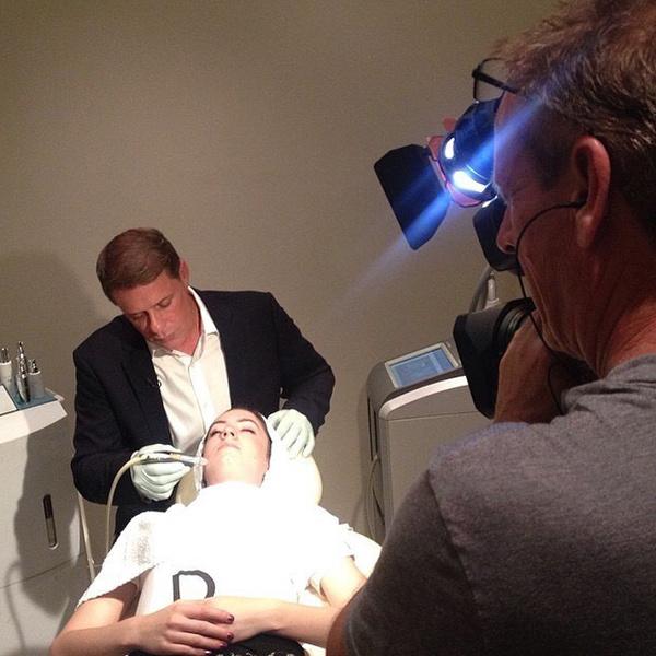 Фото №6 - Бьюти-правила для сияющей кожи от косметолога Анджелины Джоли