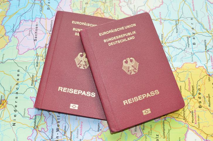 Фото №1 - Названы самые влиятельные паспорта мира