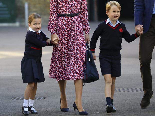 Фото №1 - Почему Джорджу и Шарлотте запрещено иметь лучших друзей в школе