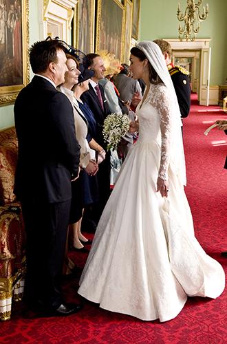 Фото №2 - 6 новых фактов о свадебном платье Меган Маркл