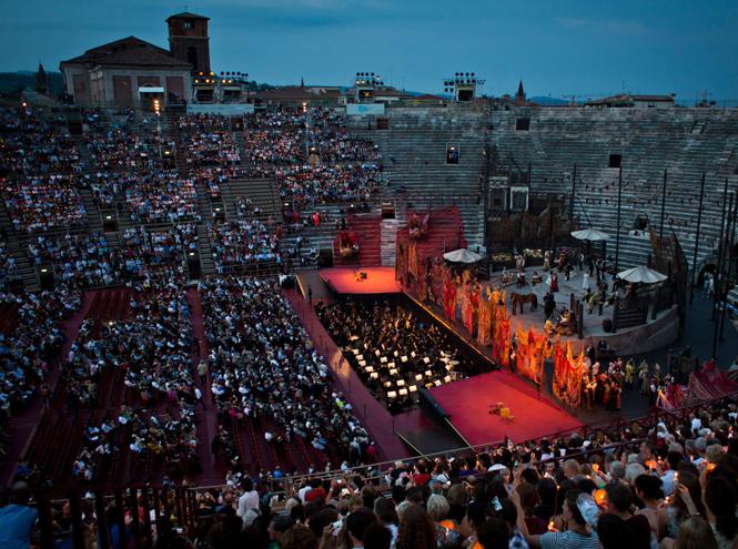 Фото №7 - Оперный сезон в Европе: какие музыкальные фестивали посещают аристократы и политики