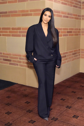 Фото №3 - Первая леди Уэст: как Ким Кардашьян могла бы одеться на инаугурацию Канье
