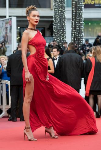 Фото №7 - Модные Канны-2019: лучшие звездные образы в четвертый день кинофестиваля