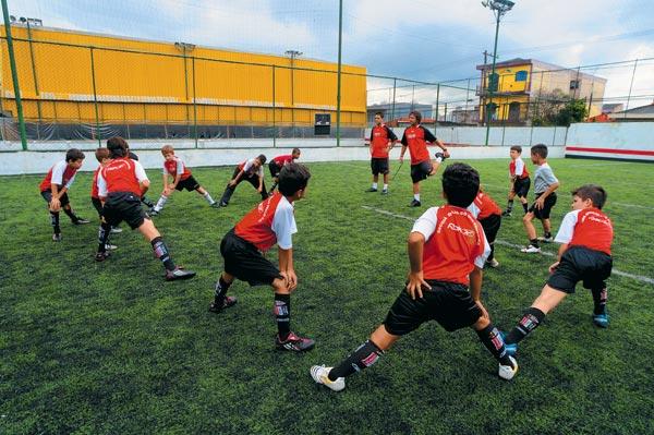 Фото №4 - Фабрика футбольных звезд