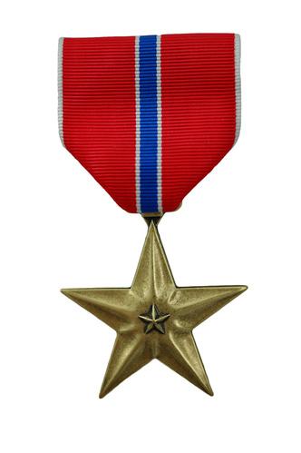 Фото №1 - Когда в американской армии была учреждена награда «Бронзовая звезда»?
