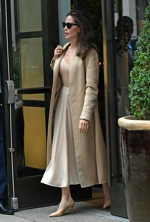 Фото №19 - Почему Анджелина Джоли — снова икона стиля, или Что такое luxe purism