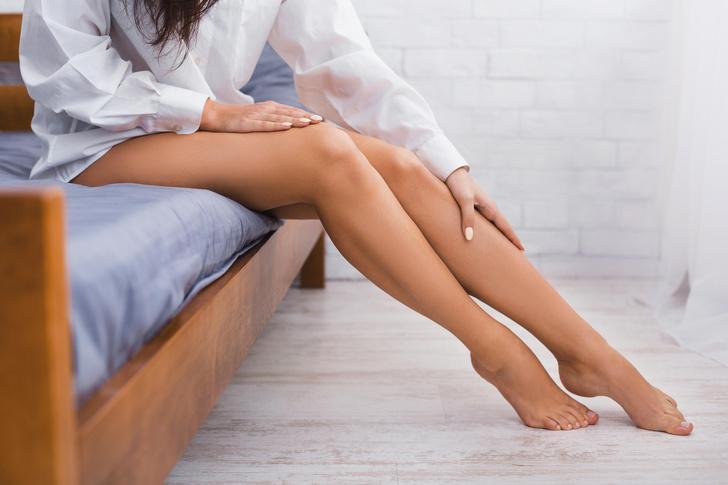 Фото №1 - Судороги в ногах: почему даже у здоровых и ленивых сводит ноги судорогой, и как избавиться от острой боли за 10 секунд