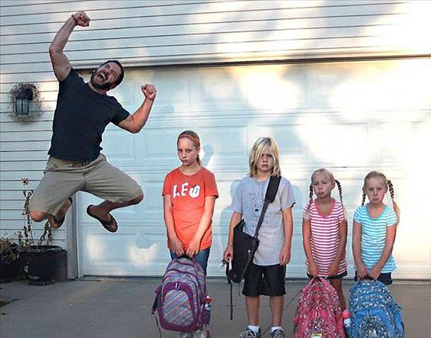 Фото №1 - Лучшие шутки и мемы про «Скоро в школу»