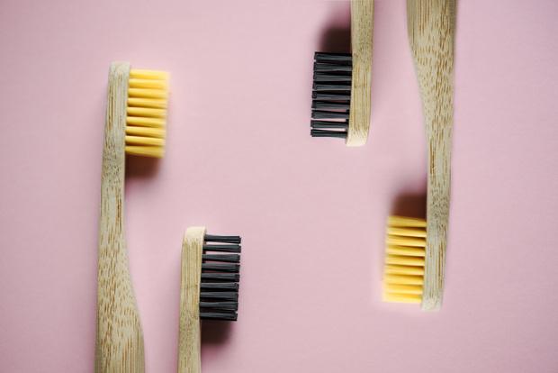 Фото №3 - Как правильно чистить зубы: 5 лайфхаков для красивой улыбки
