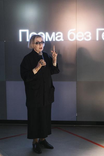 Фото №1 - Сияющая Надежда Оболенцева произвела фурор на вечере в честь Аллы Демидовой