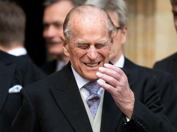 Фото №2 - Как принц Филипп заставил Королеву краснеть из-за его шутки