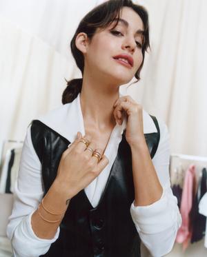 Фото №6 - Клипсы, подвеска и браслет из новой коллекции Boucheron Quatre на Алексе Чанг и Нур Ариде