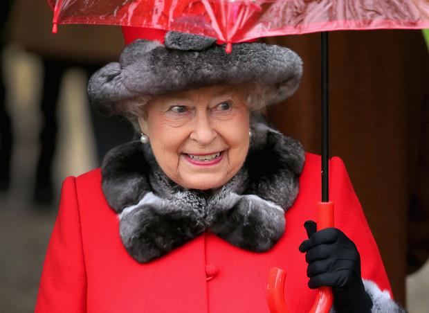 Королева Елизавета II в мехах