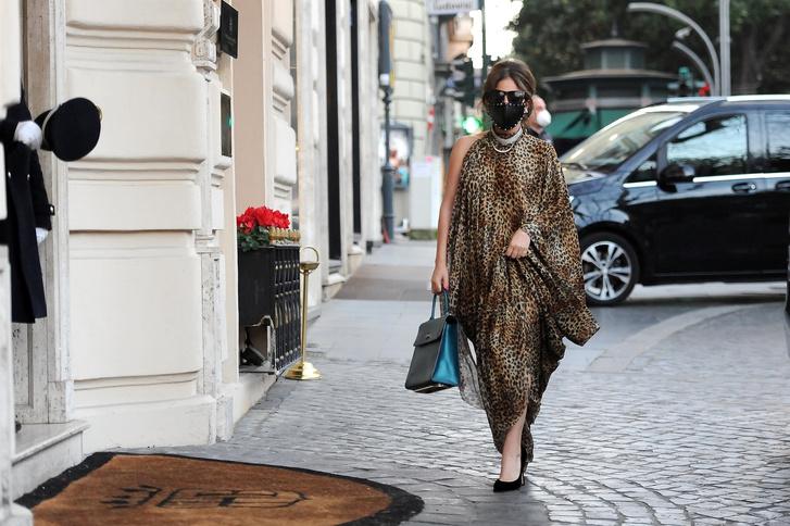 Фото №5 - Леопардовая туника, чокер с кристаллами и маска с шипами: Леди Гага в образе итальянской дивы