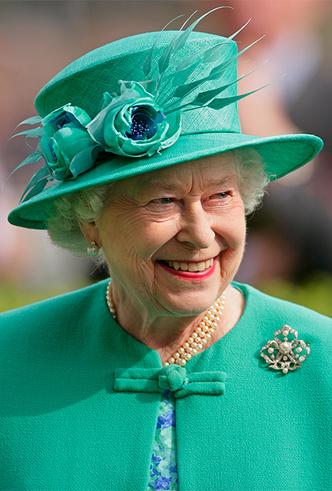 Фото №13 - Делайте ставки, господа: шляпки Королевы на Royal Ascot