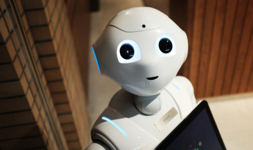 Фото №1 - В депздраве Москвы появился робот-диагност. Он может измерить давление, сахар или просто с вами поболтать
