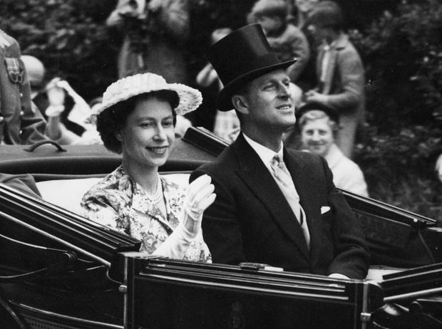 Фото №1 - Испытание на прочность: самый трудный период брака Королевы и принца Филиппа