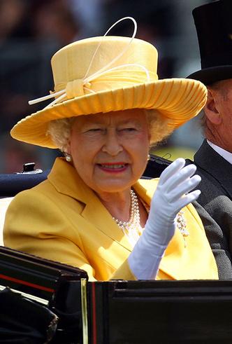 Фото №8 - Делайте ставки, господа: шляпки Королевы на Royal Ascot