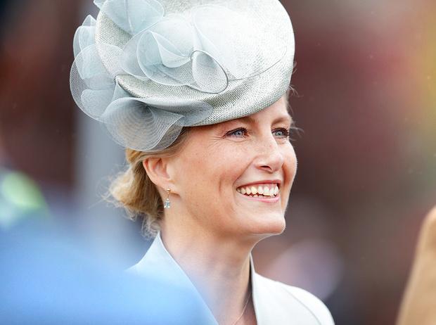 Фото №20 - Софи Уэссекская: как стать любимой невесткой Елизаветы II и иконой стиля одновременно