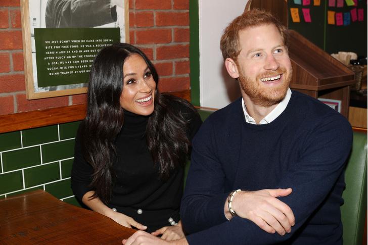 Фото №1 - Не сможет отказать? Гарри и Меган просят королеву о личной встрече