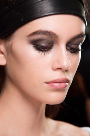 Фото №20 - Ночь продержаться: как сделать макияж стойким