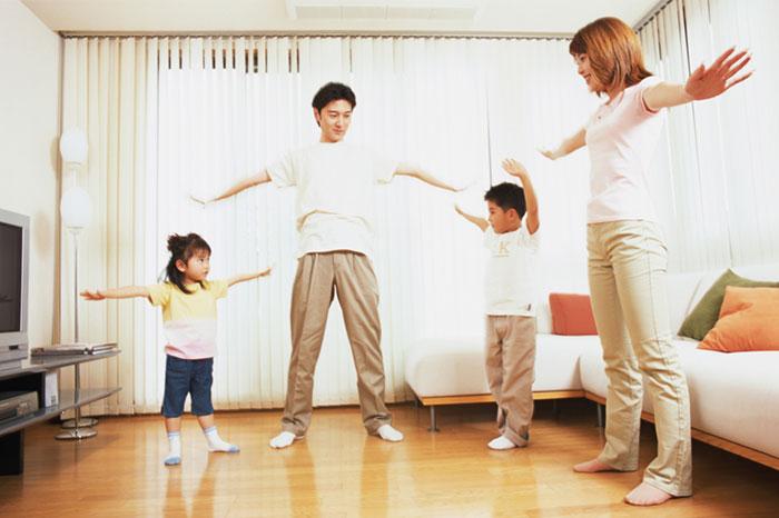 Фото №1 - Простая и полезная зарядка для всей семьи