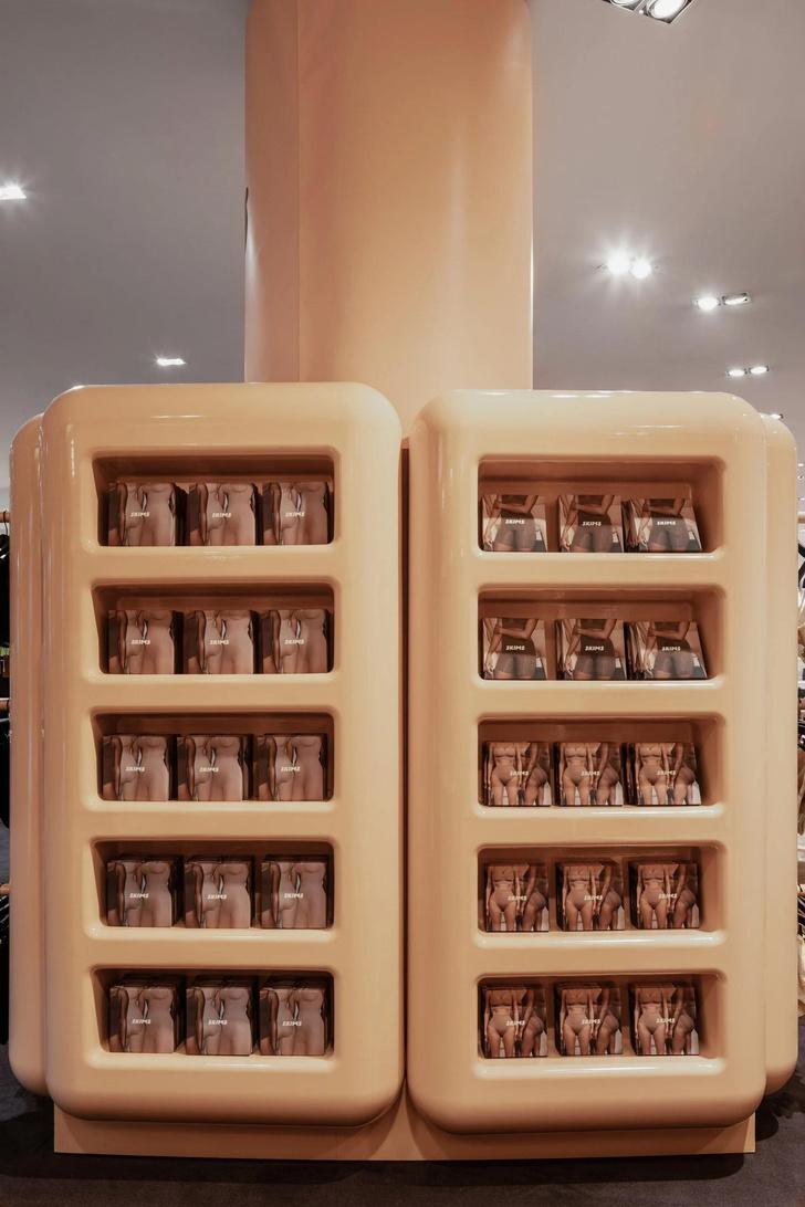 Фото №5 - Поп-ап бутик Ким Кардашьян в Париже