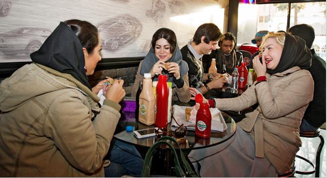 Фото №9 - Из Ирана с иронией: люди, ислам, диковинные способы пить и заниматься сексом