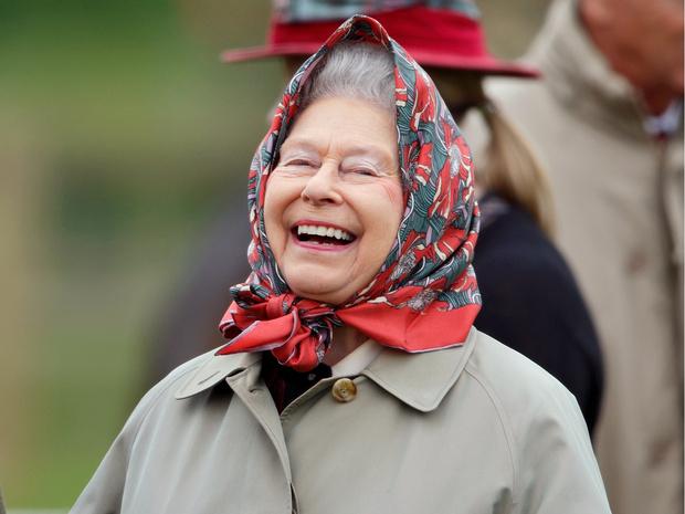Фото №1 - Королева самоиронии: самое забавное прозвище, которое Елизавета II дала сама себе