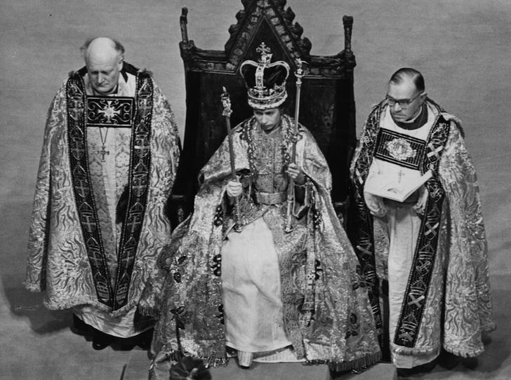 Фото №4 - Никто не идеален: какую ошибку совершила Елизавета II во время своей коронации