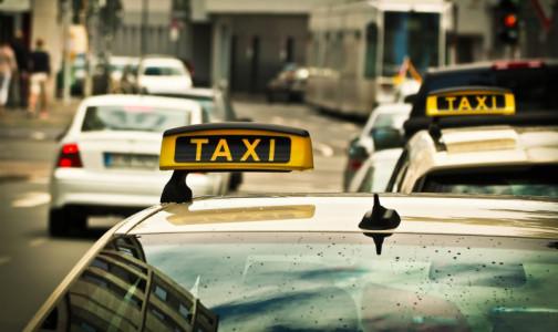 Фото №1 - Участковых врачей отправят к ковидным пациентам на такси