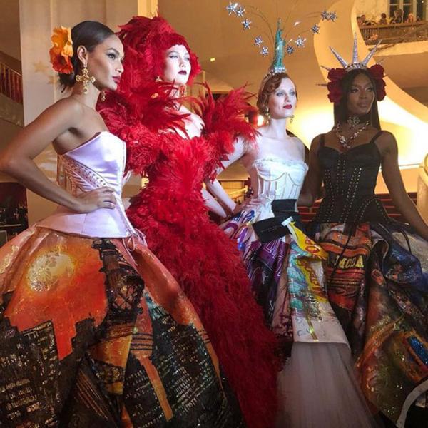 Фото №2 - Только топ-модели: Эшли Грэм, Наоми Кэмпбелл и другие на показе Dolce & Gabbana Alta Moda