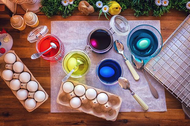 Фото №2 - Как покрасить яйца на Пасху: 5 простых способов