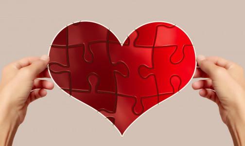 """Фото №1 - Как вылечить разбитое сердце: Ученые разрешили """"загадку"""" болезни, которую вызывают сильные переживания и стресс"""