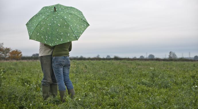 «Счастливо вышла замуж после 40 через сайт знакомств»: почему это считают невозможным?