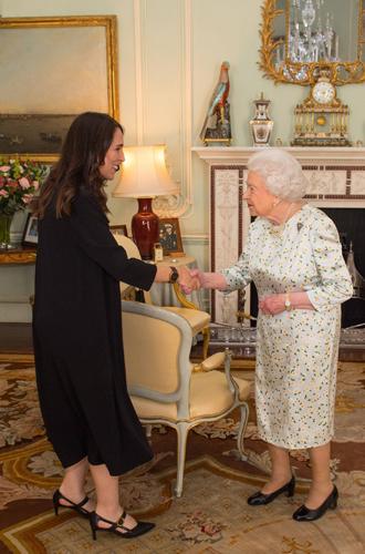 Фото №5 - Нарушил или нет: чего не сделал Дональд Трамп при встрече с Королевой (и был ли должен)