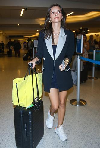 Фото №3 - 10 пар белых кроссовок, как у Джиджи Хадид, Кендалл Дженнер и других звездных моделей
