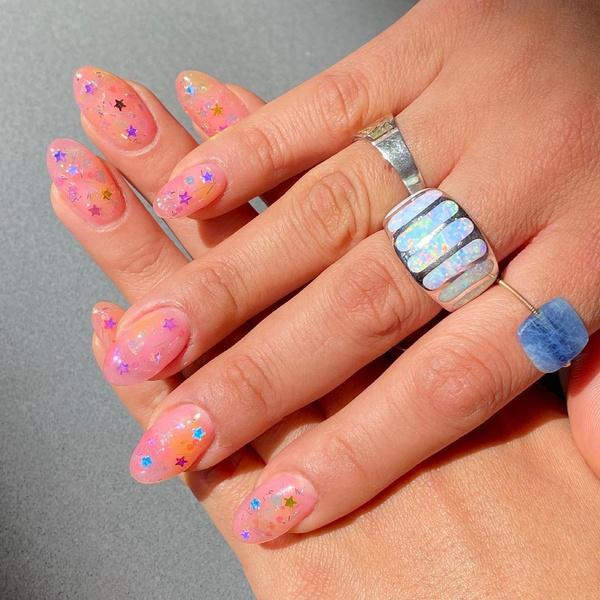 Фото №4 - Яркий маникюр: 12 летних идей для коротких ногтей
