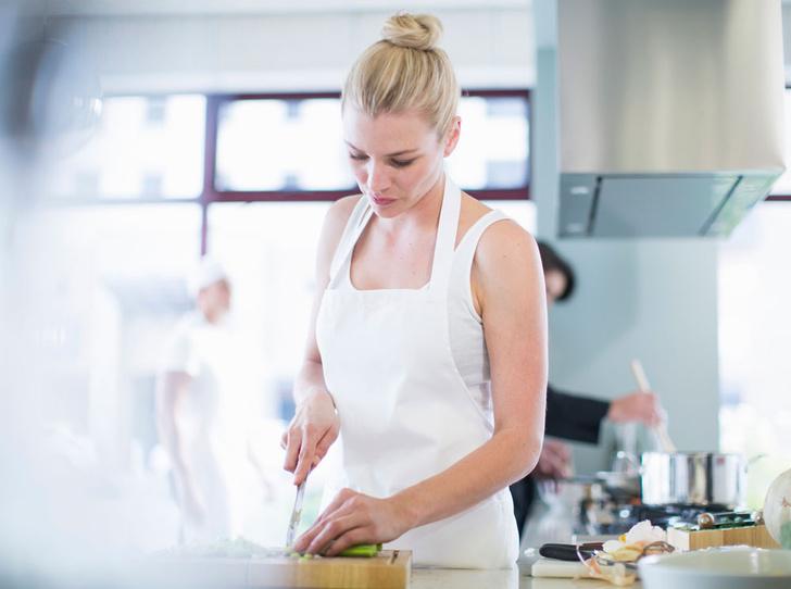 Фото №1 - Как научиться готовить: 7 видео по основам кулинарного мастерства