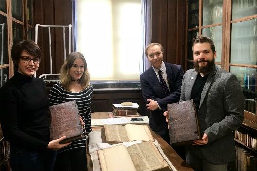 Фото №1 - В Англии нашли неизвестную рукопись о Мерлине