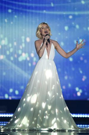 Фото №14 - Самые яркие (и странные) сценические наряды за всю историю Евровидения