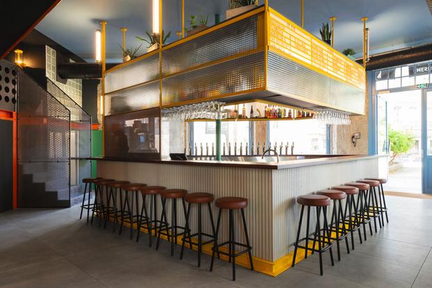 Фото №4 - Яркий бар La Raffinerie в Лионе